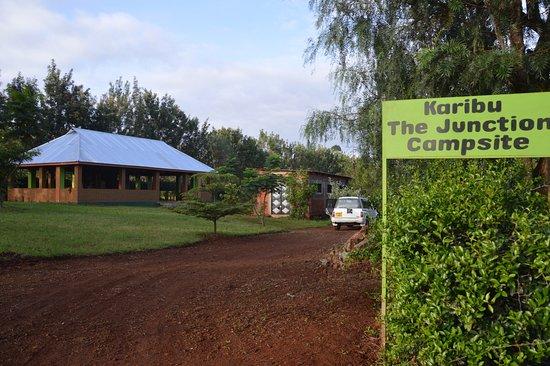 Karatu, Tanzanya: The Junction Entrance