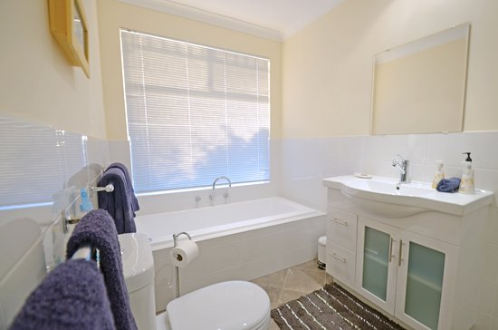 Sojourn on Gale: Large ensuite bathrooms