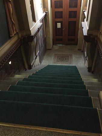 Deminka Palace: Entrance
