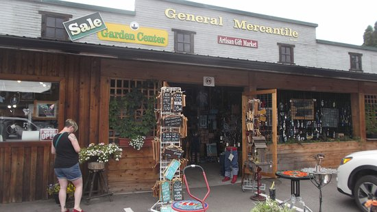 Salmon Arm, Kanada: A great place to pick up fresh food and one of a kind souvenirs.