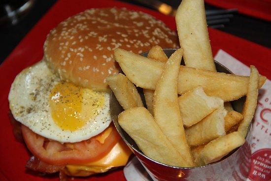 Lakewood, Kalifornien: Red Robin Royal Burger