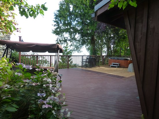 The Salish Seaside Escapes: large deck area looking out over the sea
