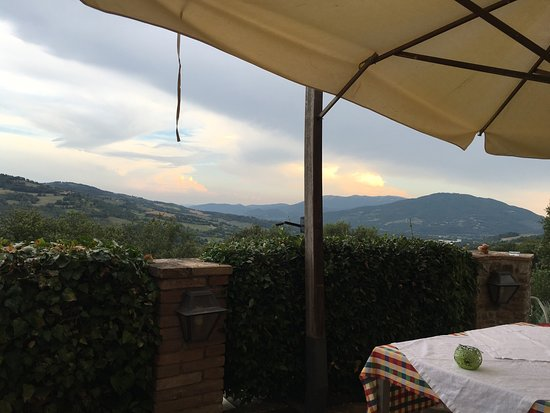Ombrie, Italie : A good place to relax... It has a wonderfool location, gorgeous panorama.