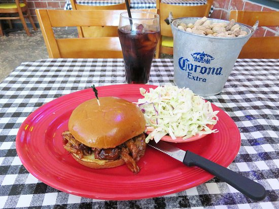 Monrovia, Καλιφόρνια: The Jake's Pulled Pork Sandwich was very nice (25/Jul/16).