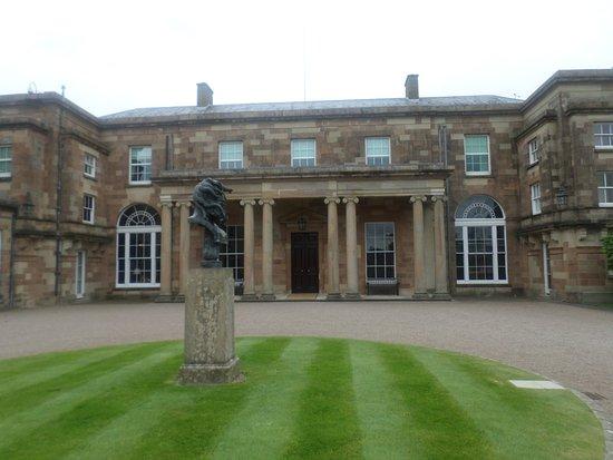 Hillsborough, UK: Front of the house