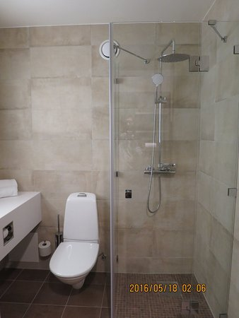 Falun, السويد: Well contained shower cubicle