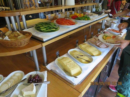 Falun, Sverige: Good range of cold cuts & sides