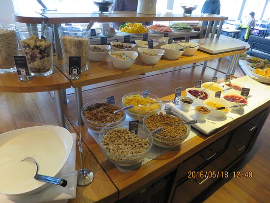 Falun, Σουηδία: Wide spread of cereal & toppings