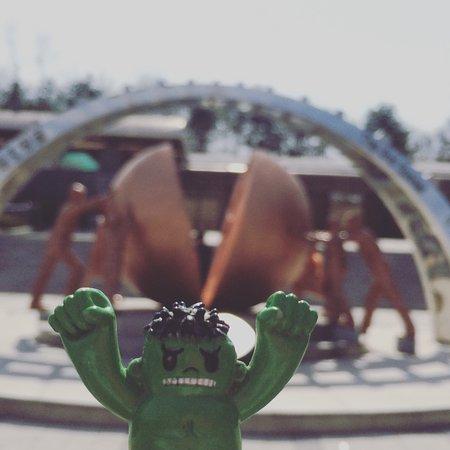 Paju, Νότια Κορέα: Hulk was nearby to protect us.