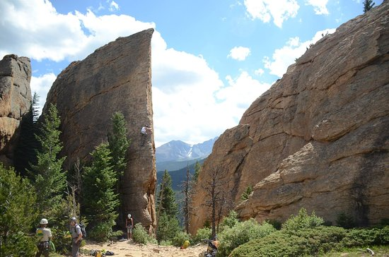 Lily Lake: Climbing wall from the top of the ridge