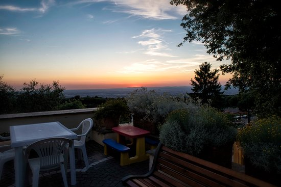 Terrazza con vista su Roma - Picture of Al Pino B&B, Grottaferrata ...