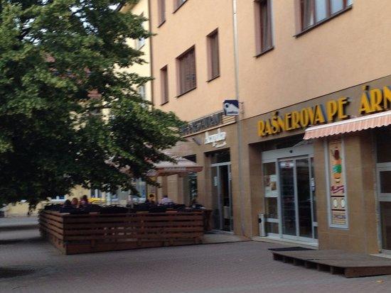 Vyskov, Tjekkiet: il ristorante con i tavoli all'aperto