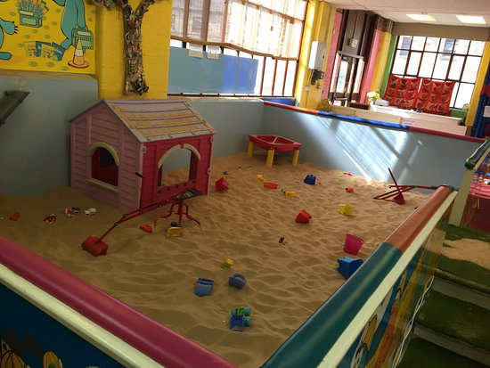 Cromford, UK: Our huge sandpit!