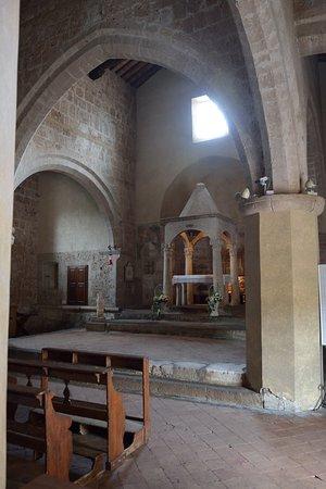 Sovana, Italy: Vista del Ciborio dall'Ingresso laterale