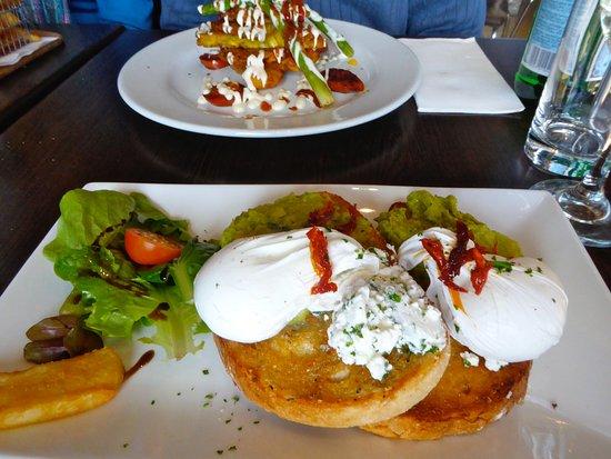 Rozelle, Australia: smashed avo and egg (I think) Yummy