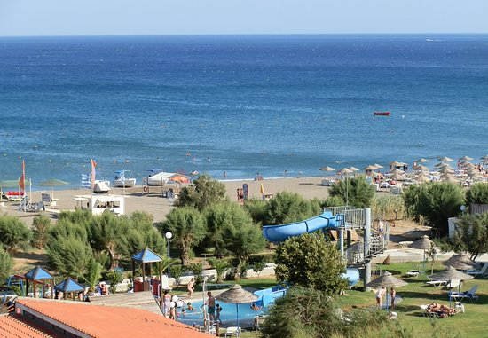 Pegasos Beach Hotel: There is a kids pool with slide near the beach as well.