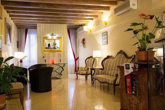 Hotel Antigo Trovatore: RECEPTION