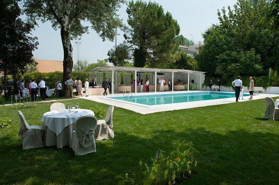 Un hotel con piscina a due passi da mantova picture of - Piscina mantova ...