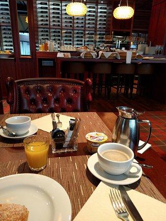 Hotel Ascot: breakfast
