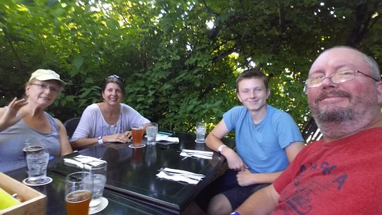 Hillsboro, OR: Dinner at the Roadhouse on a beautiful summer evening.