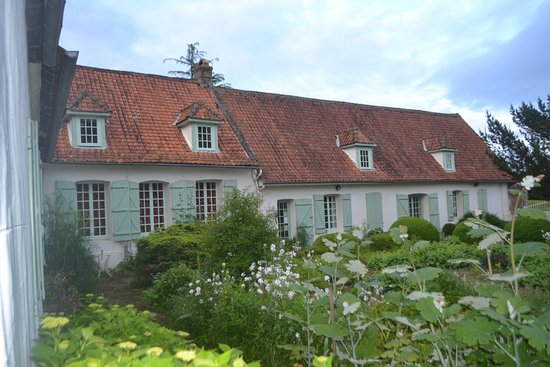 Hesdin, France : view f the lovely gardens