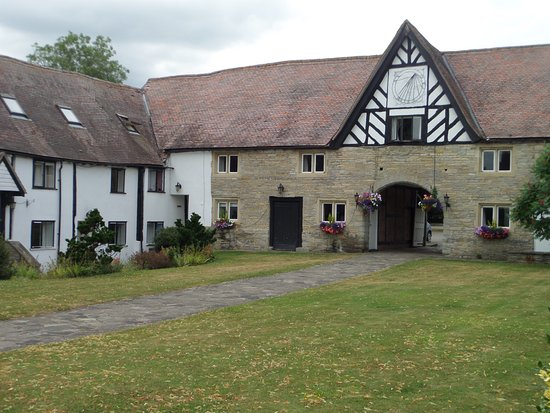 Abbots Salford, UK: Courtyard rooms in front of the main building