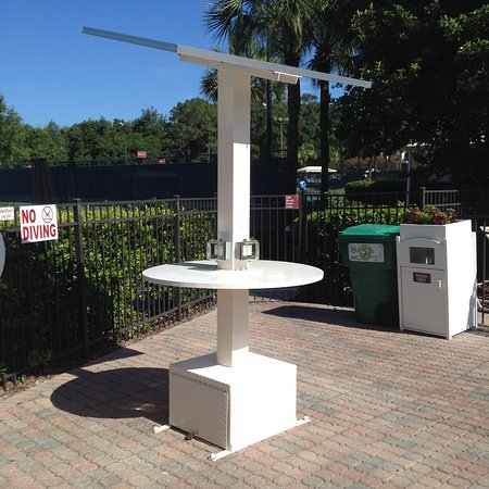 Sheraton Vistana Resort - Lake Buena Vista : Recharging station at the pool