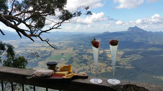 Kyogle, Australia: Cheeses and drinks with a view