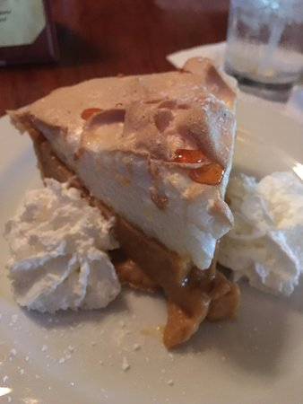 Flint Hill, VA: Butterscotch pie!!!!!!