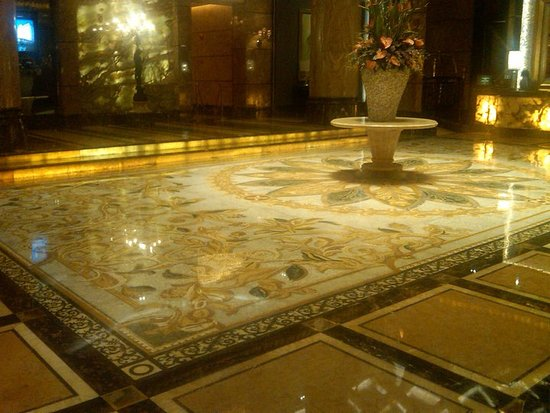 Chateau Star River Pudong Shanghai : THE MAGNIFICIANT FLOOR AND MARBLE WORK