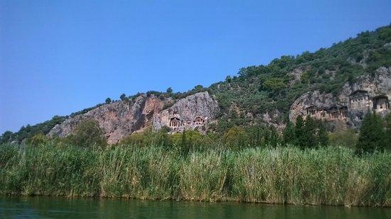 Dalyan River: Tombs