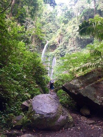 Sendang Gile and Tiu Kelep Waterfall: Belle promenade sur les sentiers des chutes de l'île de Lombok.