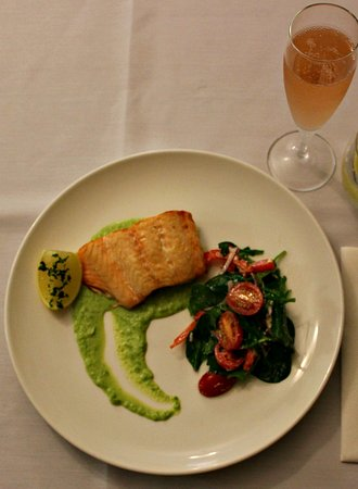 Toowoomba, Australia: Atlantic Salmon with a glass of bubbles