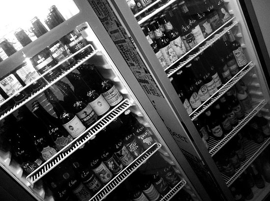 ‪‪Nicolosi‬, إيطاليا: etna bottle sHop - Fridge - Craftbeer - birra artigianale‬