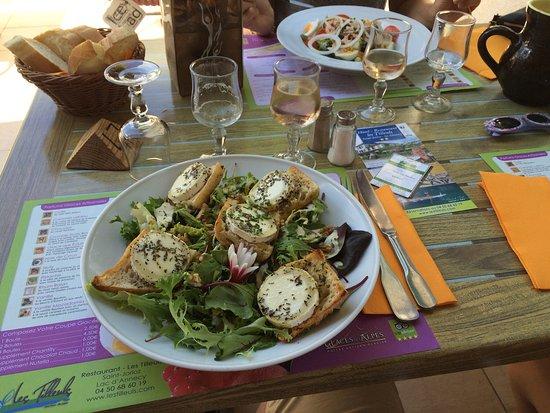 Сен-Жорио, Франция: Amazing chevre salad! Friendly and good service! 👍🏻😎
