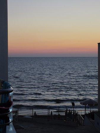 Hotel Sabbia d'Oro: Il tramonto dalla camera laterale