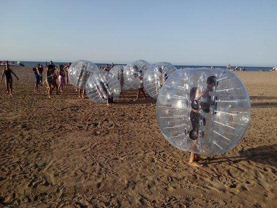 Partido De Bubble Football Por Cumpleanos Ninos En Playa De Denia