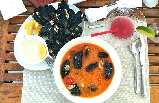 Restaurant Ambassador: Отличный ресторан на берегу моря. Разнообразное меню. На фото Бузара - мидии 500г в винном соусе