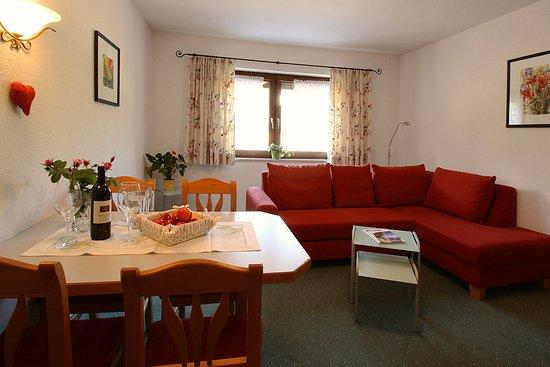 Leutasch, Østerrike: Wohnzimmer - Appartement Hands
