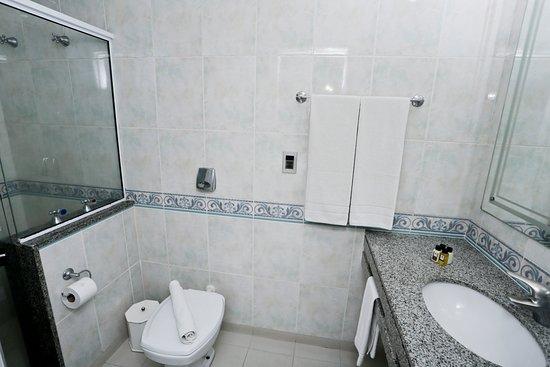 Hotel Bhally: Banheiro da Suíte Lateral
