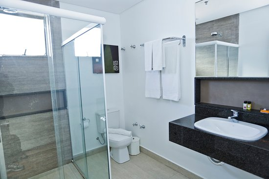 Hotel Bhally: Banheiro da Suíte Frente Mar