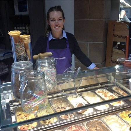 Auchentullich Farm Shop: Ice cream selection and the lovely creator.