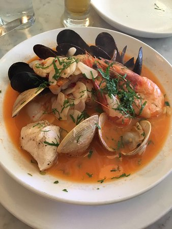 Neptune Oyster: Oysters, clam chowder, cioppino, lobster roll