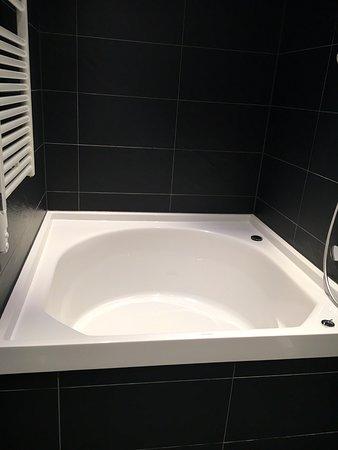 Tuttlingen, เยอรมนี: Fantastique baignoire avec remplissage par le fond