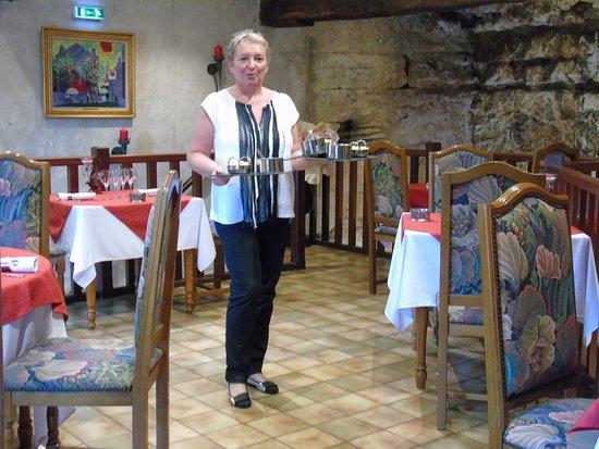 Sourzac, Prancis: madame la patronne en service