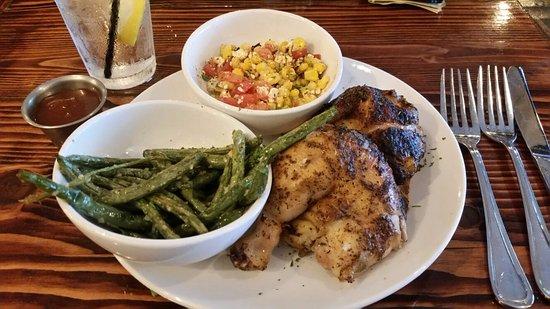 Dublin, جورجيا: Fire Roasted Chicken Meal