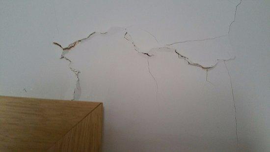 Szklarska Poreba, Polonya: Pęknięty tynk w sypialni