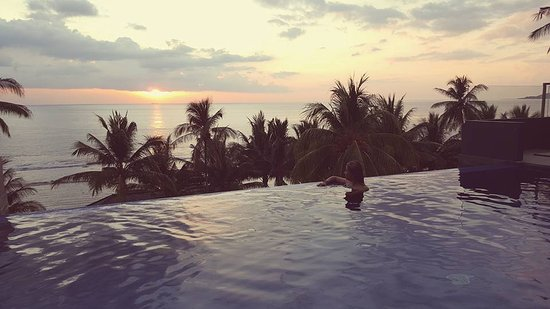 Pemenang, Indonesia: Sunset view from the room , pool area