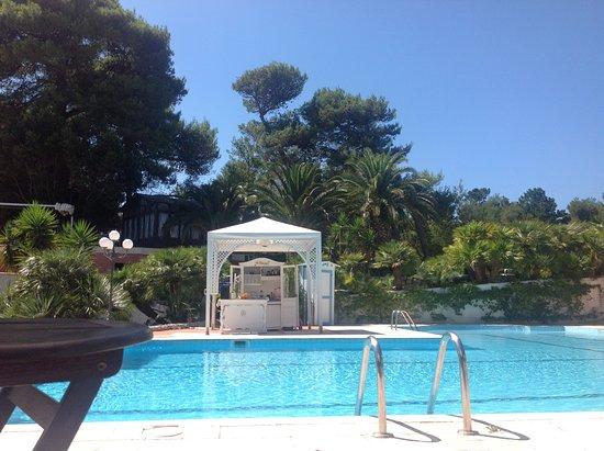 Hotel park novecento resort ostuni itali foto 39 s for Tropical hotel ostuni