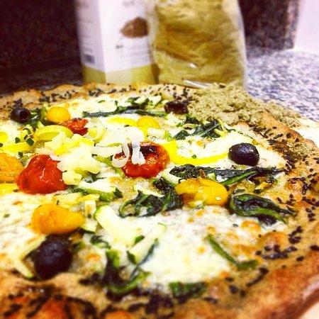 Servigliano, إيطاليا: Pizza con Impasto di Canapa!!